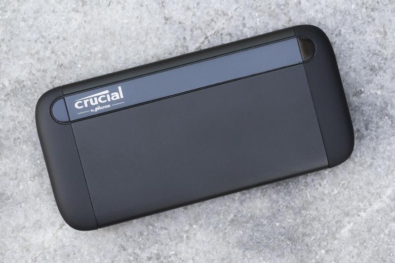 마이크론 크루셜 X8 외장 SSD, 알루미늄으로 돼있다.
