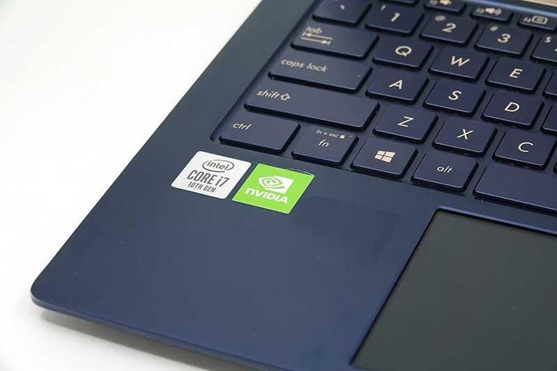 10세대 코어 i7 프로세서, MX250 그래픽카드, 16GB 메모리, PICe SSD 등을 탑재했다