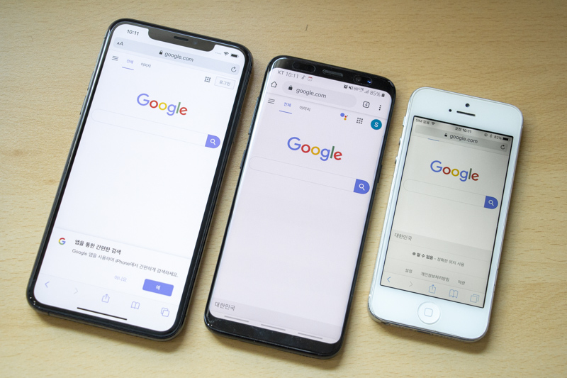 좌측부터 6.5인치 아이폰 11 프로 맥스, 5.8인치 갤럭시 S8, 4인치 아이폰 5