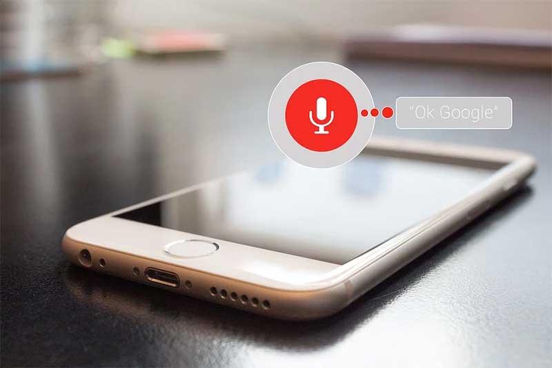 음성 인식과 대화형 인터페이스는 최근 주목받는 입출력 방식 중 하나다