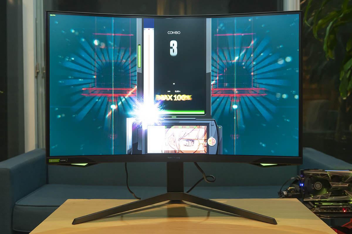 240Hz 주사율과 1ms의 반응속도는 리듬게임에서 빛을 발휘한다.