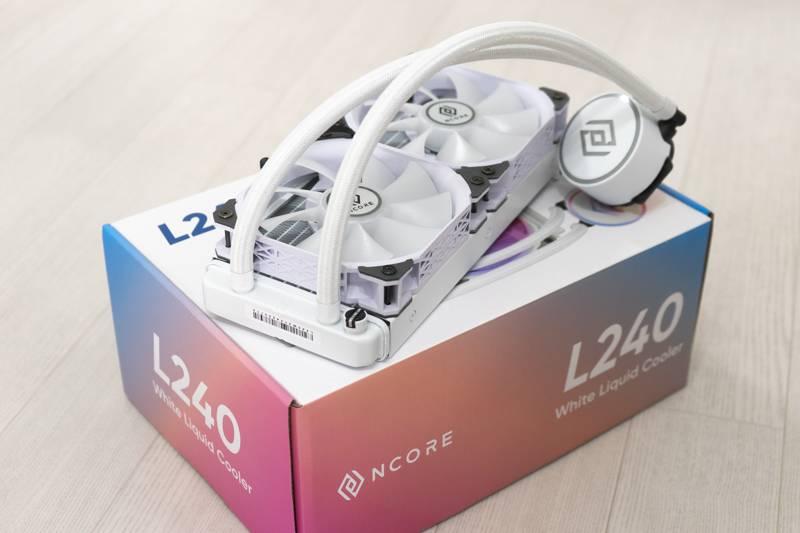 앱코 엔코어 L240 RGB 화이트. 240mm 일체형 수랭식 CPU 쿨러다. 출처=IT동아