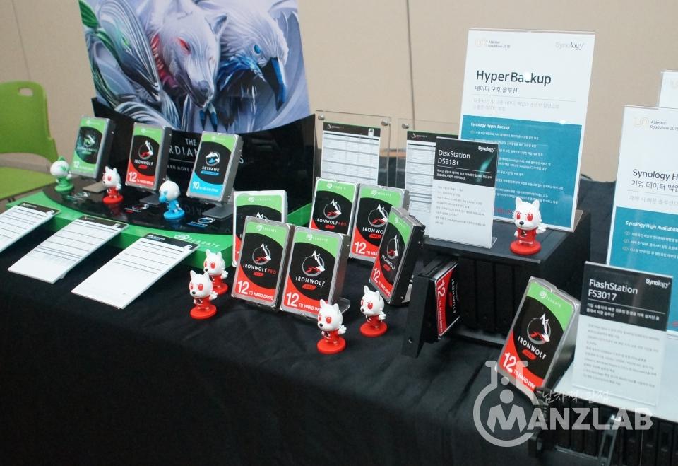 이번 행사를 후원한 씨게이트도 부스를 마련해 자사의 아이언울프, 아이언울프 프로 나스용 12TB HDD 제품군을 소개했습니다.
