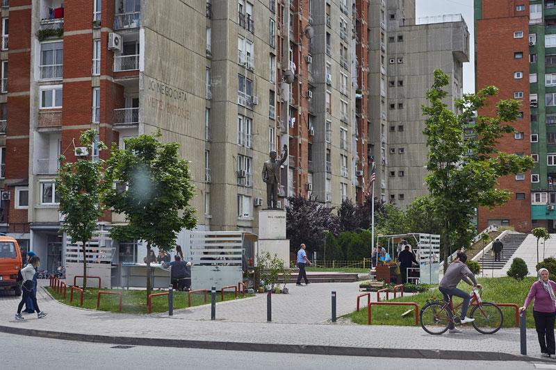 빌 클린턴 전 미국 대통령의 동상. 독립을 지지하고 도시 재건을 도왔다는 이유로 코소보 사람들에게 큰 사랑을 받는다