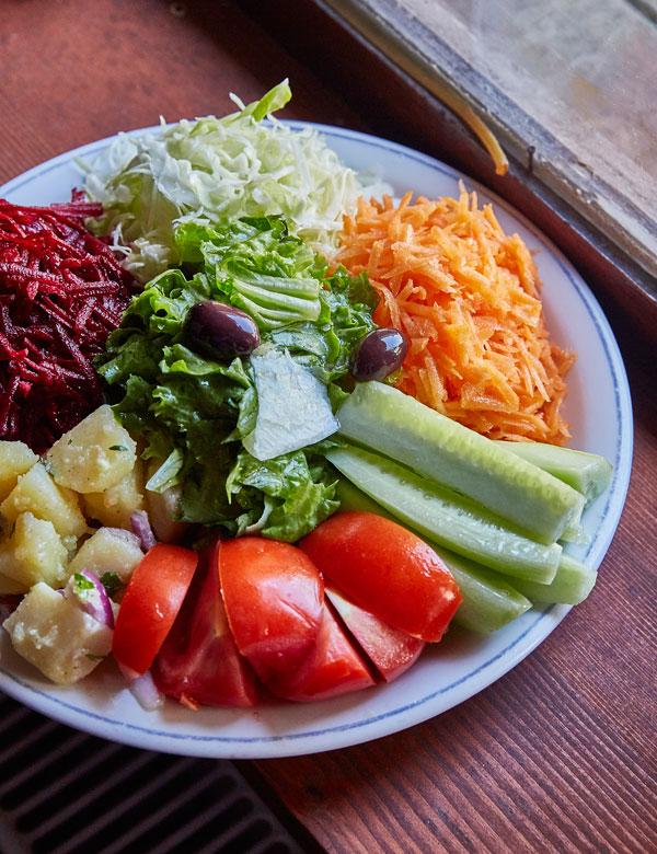 농업이 주요 산업인 코소보에서는 언제든 신선한 채소를 먹을 수 있다