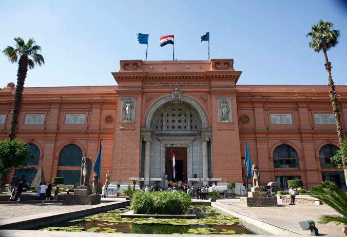 고대 이집트의 유물이 가득한 이집트 박물관 입구