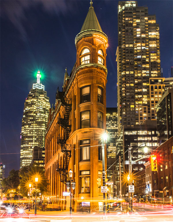토론토 안내책자 표지를 장식하고 있는 랜드마크, 구더햄 빌딩