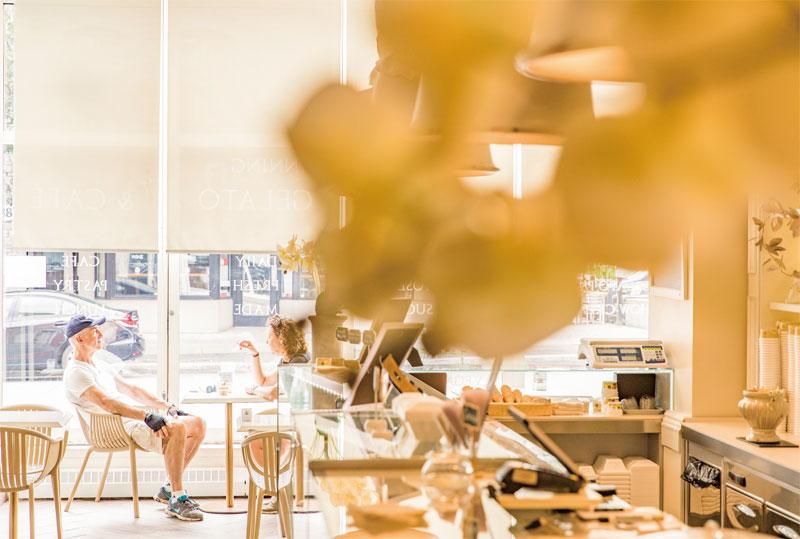 바이워드 마켓은 여행자들이 꼭 방문하는 오타와의 관광명소로 레스토랑, 숍, 카페 등이 즐비하다
