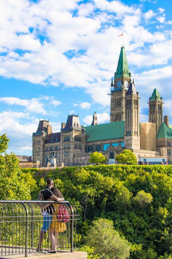 오타와의 대표 건축물인 캐나다 국회의사당