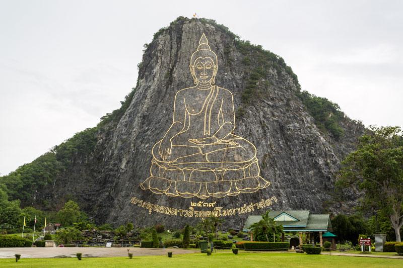 푸미폰 아둔야뎃 국왕 을 향한 태국 사람들의 사랑에 감탄사가 절로 나오는 황금절벽사원
