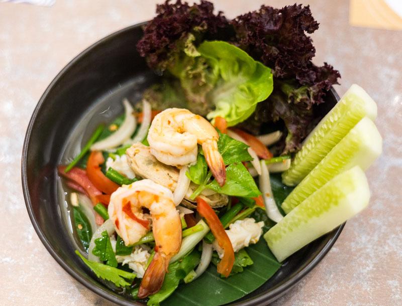 태국 전통음식과 퓨전음식을 고루 맛볼 수 있다