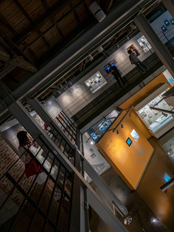 2층에서 내려다본 한국근대문학관