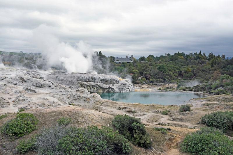 남반부 최대 크기의 간헐천, 포후투