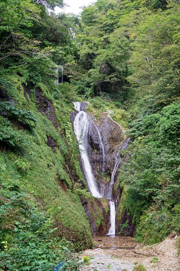 울릉도 남부 일대의 상수원으로 활용되는 봉래폭포