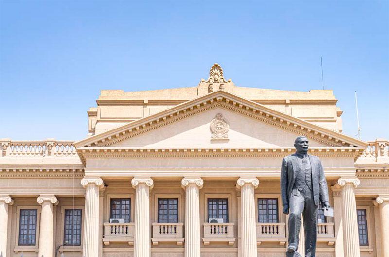 옛 국회의사당 앞 D. S. 세나나야케 실론(Ceylon) 초대 총리의 조각상