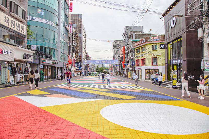 주차장길의 알록달록한 변신, 홍대 축제거리