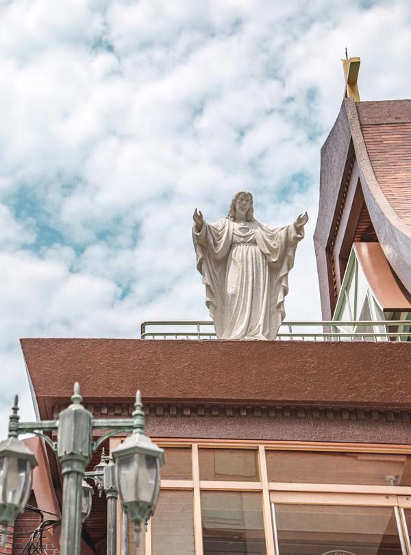 지붕이 인상적인 천주교서교동성당