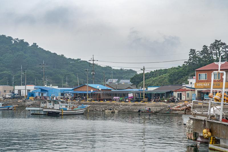 선착장은 언제나 생동감 가득한 섬 일상의 중심축이다
