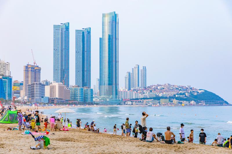 도시적 분위기와 멋진 해변이 조화를 이룬 해운대
