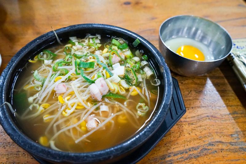 먹을수록 진국인 왱이집 콩나물국밥