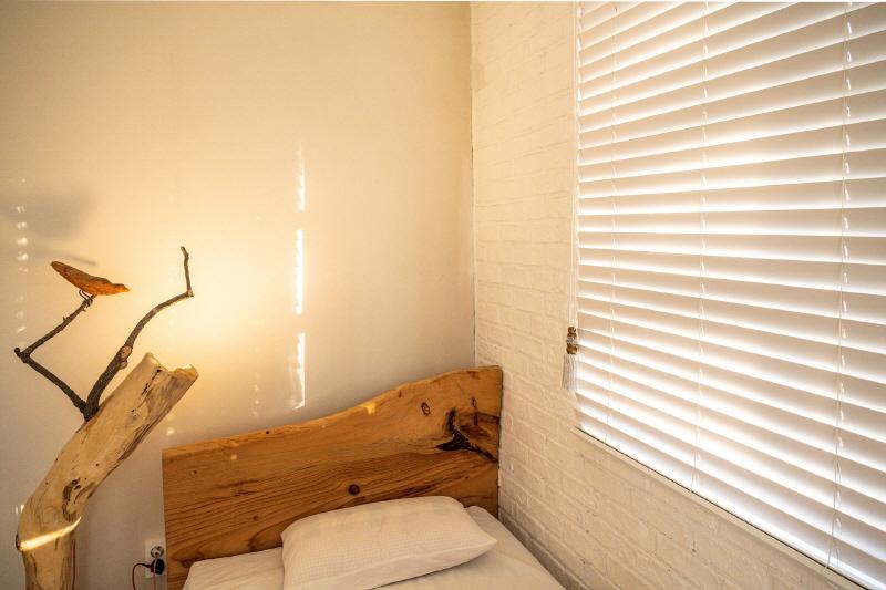 빛이 좋아 양림동, 침대에서의 일광욕