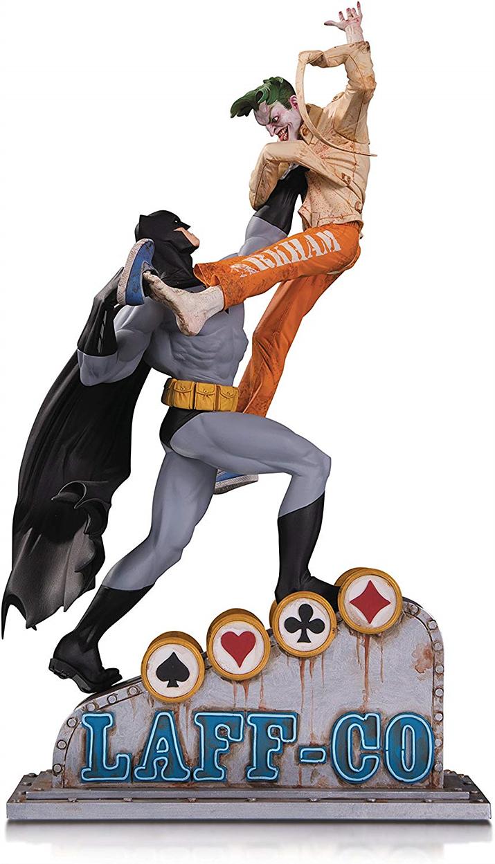 숙적 배트맨과의 결투장면을 스태츄로 구현했다 (사진출처: 아마존)