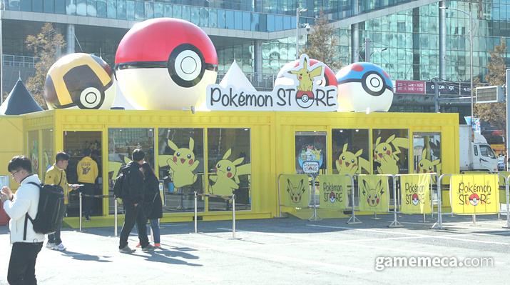 야외 행사장에 설치된 포켓몬 스토어 (사진: 게임메카 촬영)