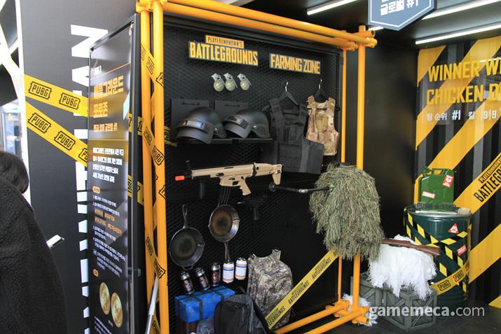 크래프톤 부스에서 사진을 찍으면 펍지 부스에서 경품을 뽑을 수 있는 코인을 받을 수 있다 (사진: 게임메카 촬영)