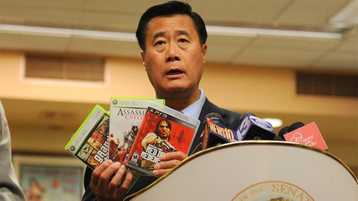 리랜드 이 의원은 청소년 대상 폭력 게임 판매 금지법으로 이름을 알렸다 (사진출처: 한국게임전문미디허협회 제공)