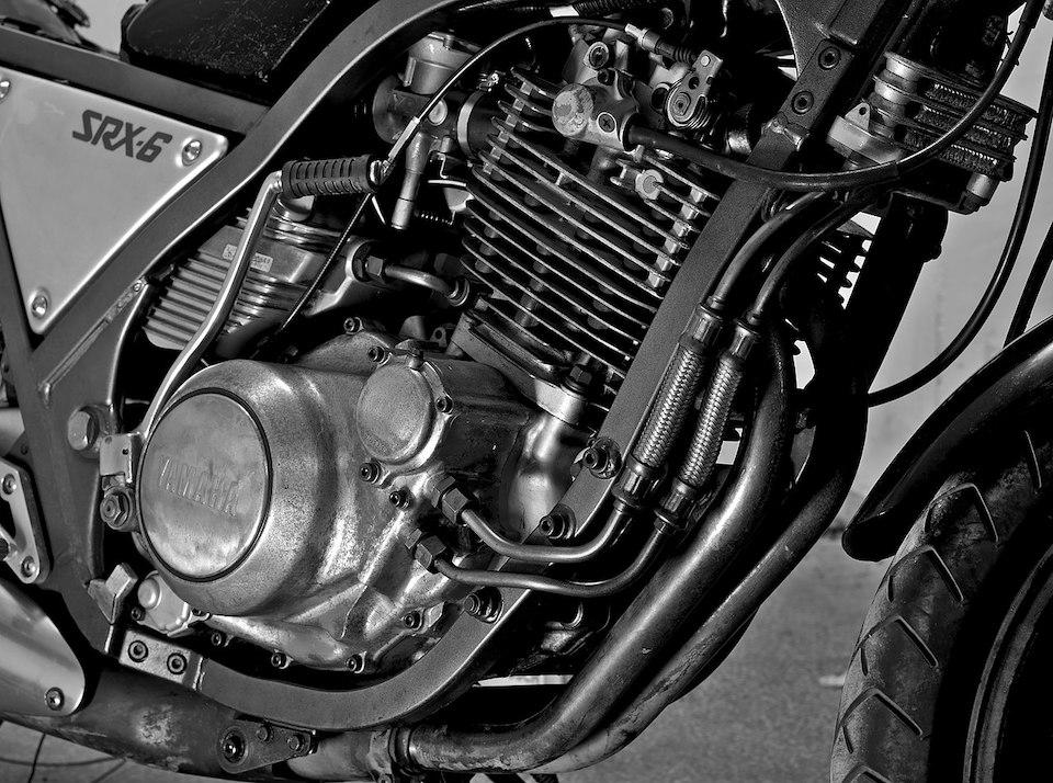 공랭식 엔진은 실린더 외부에 있는 냉각용 핀이 공기와 접촉해 냉각된다. 사진은 모터사이클의 공랭식 엔진 (Yanko Malinov via Wikimedia Commons, CC BY-SA 4.0)