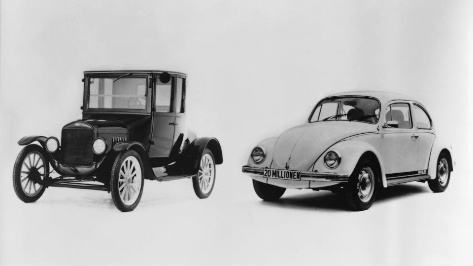 포드 모델 T(왼쪽)가 갖고 있던 세계 최다 판매 모델 기록은 1972년에 폭스바겐 비틀이 깼다