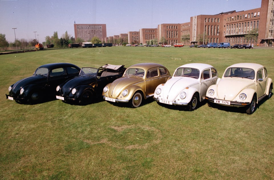 1938년부터 1975년까지 생산된 여러 비틀. 두드러진 것은 없었지만 작은 변화는 늘 있었다