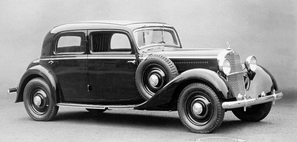 디젤 엔진 승용차 시대를 연 모델 중 하나로 꼽히는 메르세데스-벤츠 260 D