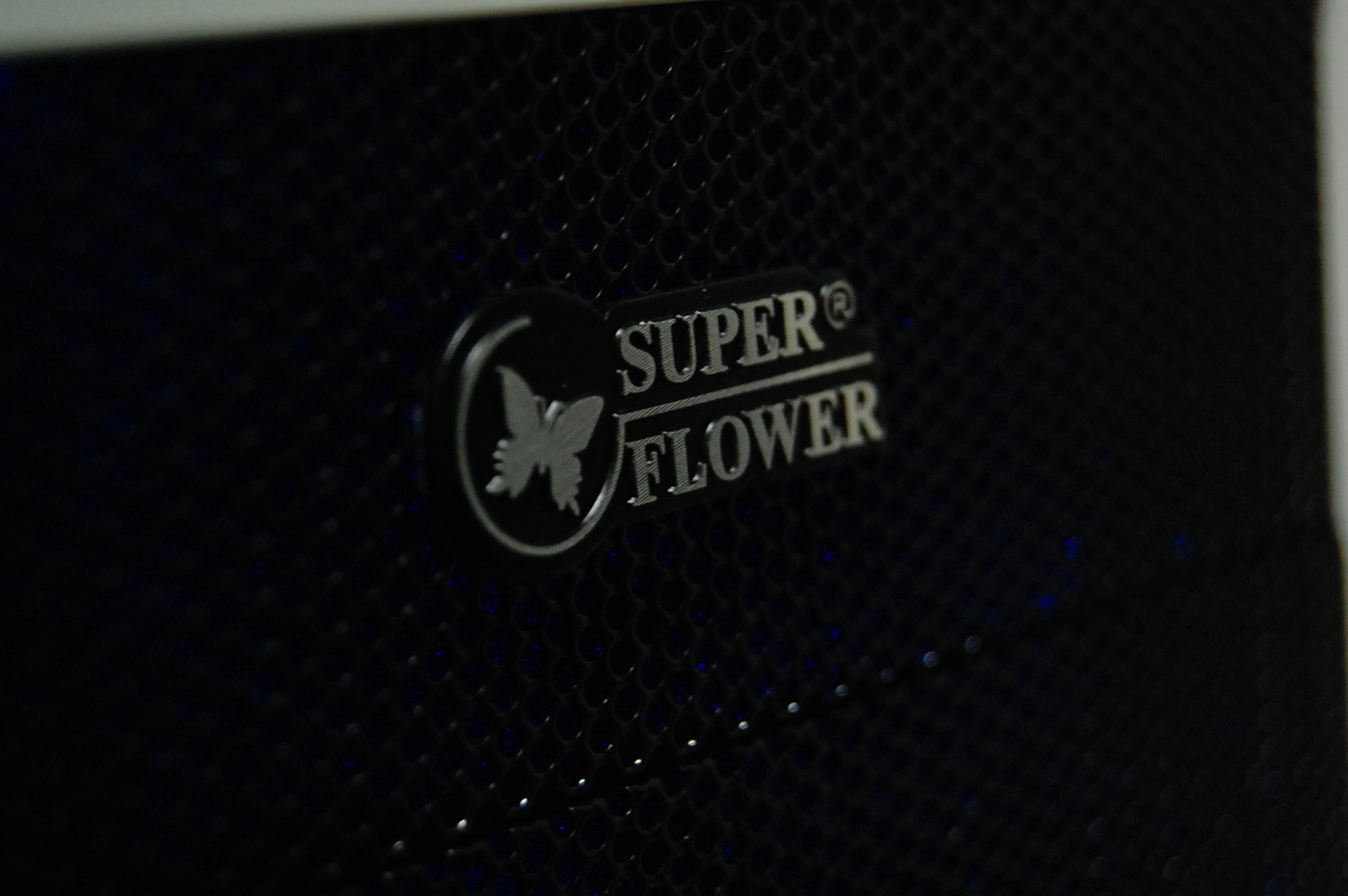 SuperFlower SF-700-W �̵�Ÿ�� ���̽�!