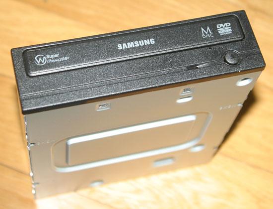 �Z���� Super-WriteMaster SH-224FB (�? ��ǰ��ũ)- M-DISC ����ɷ� ���� 1,000����� ���� ������