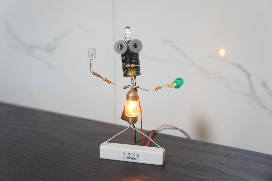 [금손?]전자부품로봇 퓨즈맨