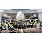 포르쉐 카이엔, A380 항공기 견인 성공..기네스 기록 수립