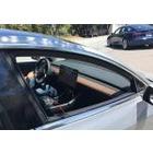 테슬라 모델3 실내, 모니터와 운전대만 달랑
