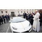 프란치스코 교황의 축복이 깃든 람보르기니 우라칸의 가격은?