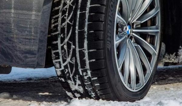 겨울용 타이어를 꼭 장착하자