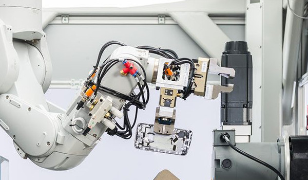 애플, 신형 아이폰 분해 로봇