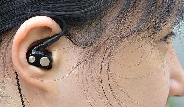 착용감 높인 BA 게이밍 이어폰