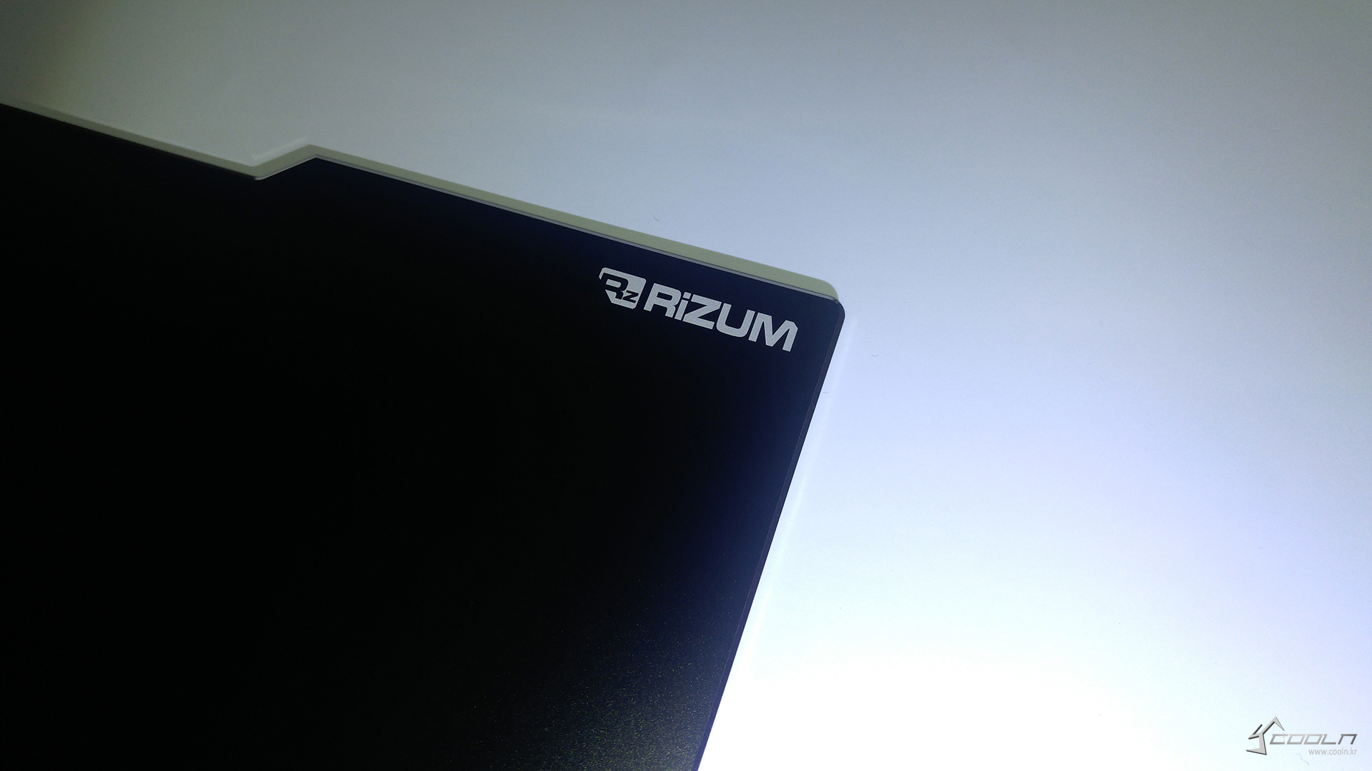RIZUM G-FACTOR V1 알루미늄 게이밍 마우스패드