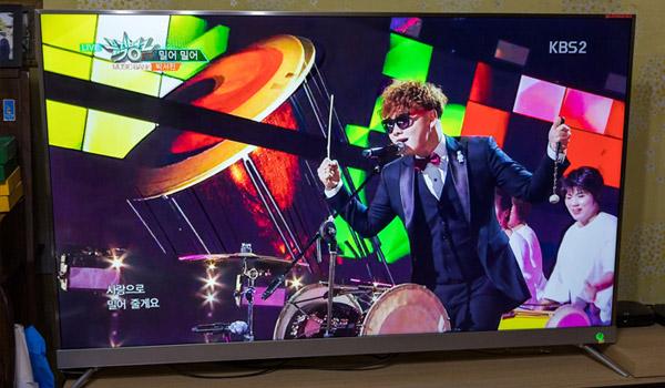 더함의 65인치 UHD TV