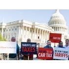미국 토요타 근로자, 고관세 정책에 항의