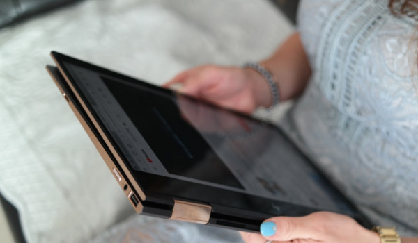 노트북과 태블릿 사이, HP스펙터