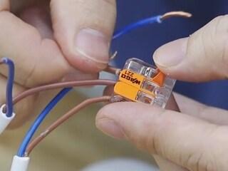 단선,연선 종류 상관없이 한번에!~레버 방식으로 손쉽게 연결하는 WAGO 커넥터!