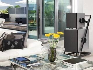 복잡한 내용은 잊고 그저 전원만 연결하라. 럭셔리 라이프 스타일의 정점 - Goldmund Prana Wireless Active Speaker