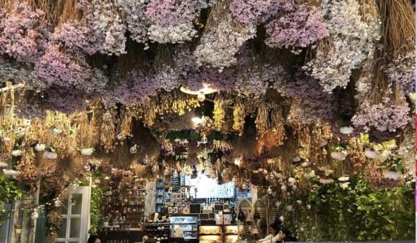 꽃 향기 가득한 \'플라워 카페\'