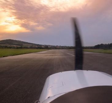 [AIRCRAFT] 프로펠러 비행기라서 목숨 걸고 탄다고?